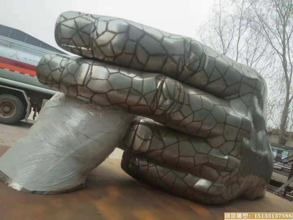 不锈钢大手握小手雕塑
